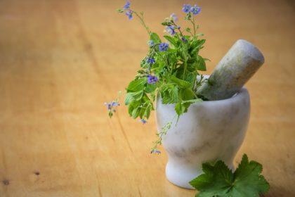 Prendre moins de médicaments grâce aux remèdes naturels (et une bonne hygiène de vie)