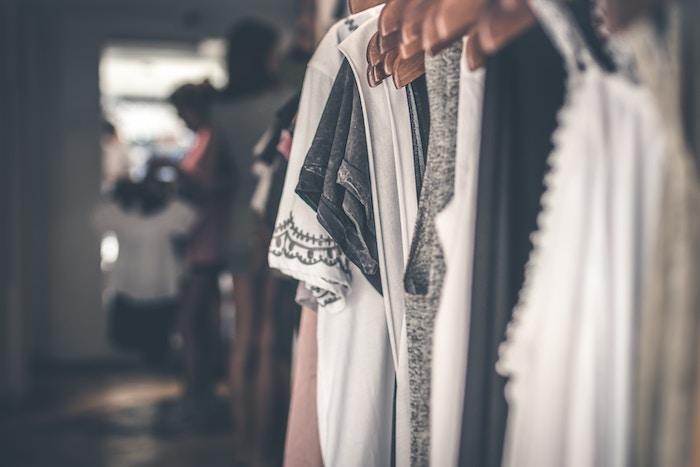 comment acheter moins de vêtements